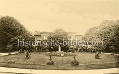 X00933451_badehaus-lenhartz-büste Historische Aufnahmen vom Eppendorfer Krankenhaus in  Hamburg.