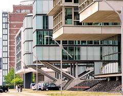 Büroneubauten, moderne Architektur am Hafenrand von Hamburg Neumühlen.