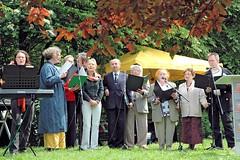 Chor Klezmerlech der Hamburger Jüdischen Gemeinde - Auftritt des Chors auf der Gedenklesung zur Bücherverbennung in Hamburg Eimsbüttel.    (2006)