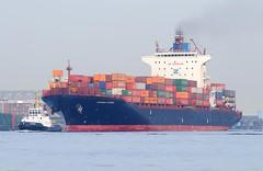 Containerfrachter THURINGIA EXPRESS mit Schlepper.