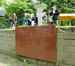 Gedenktafel am Mahnmal zur Erinnerung an die Bücherverbrennung in Hamburg.   (2006)