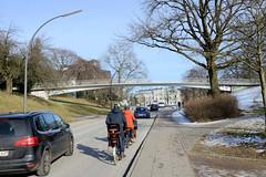 Fussgängerbrücke über die Kaistraße in Hamburg Altona / Ottensen; Verbindung vom Altonaer Balkon zur Rainvilleterrasse.