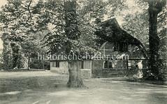 Altes Bild der Bauernkate Rauhes Haus - Keimzelle der gleichnamigen Stiftung,  die sich um verhaltensauffällige oder straffällig gewordene arme Hamburger Kinder kümmerte.