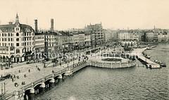 Blick zur Reesendammbrücke und dem Jungfernstieg in der Hamburger Neustadt - halbrunder Anleger für die Alsterschiffe.