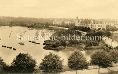 Altes Bild von der Aussenalster in Hamburg Winterhude; re. die Fernsichtbrücke und im Hintergrund die Krugkoppelbrücke.