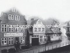 Alte Aufnahme der Maschinenfabrik Groth & Degenhardt in Grossen Elbstrasse. An der Hausfassade des ca. 1722 entstantdenen barocken Kaufmannshauses steht der Name der Maschinenfarbrik.