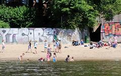 Hamburg am Wasser - baden in der Elbe.