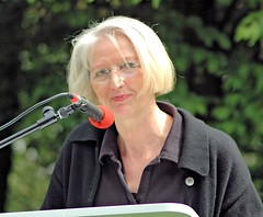 """Helga Obens vom Arbeitskreis """" Bücherverbrennung - Nie wieder!""""    (2006)"""