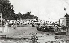 Alte Fotografie von Oevelgönne - Bootsvermietung am Elbufer.