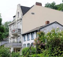Mehrstöckiges Gründerzeitmietshaus - einstöckiges altes Wohnhaus, Hamburg Neumühlen.