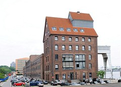 Ehem. Silo am Altonaer Hafen - Großen Elbstraße, jetzt gewerbliche Nutzung.