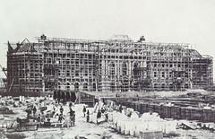 Historische Aufnahme vom Bau des Hamburger Museums für Kunst und Gewerbe, der Rohbau ist mit Gerüsten versehen, ca. 1875.