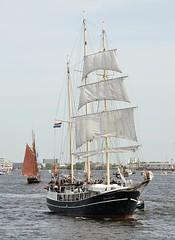 segelschiff-unter-segeln-elbe-hamburg