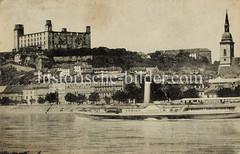 Historische Ansicht von Pressburg / Bratislava - Blick über die Donau zur Burg; Raddampfer in Fahrt.