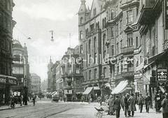 Alte Ansicht vom Nobistor in Hamburg Altona; Passanten  und Geschäfte - Drogerie; Fotoartikel.