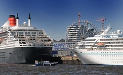 kreuzfahrtschiffe-terminal-hafencity-riesenrad