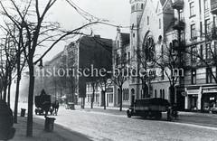 Historische Bilder aus dem Hamburger Stadtteil Borgfelde; Ansicht der Eiffestraße mit der katholisch-apostolischen Kirche - Lastwagen und Pferdefuhrwerk.