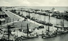 Historische Ansicht vom Nordseebad Büsum, Fischereihafen.