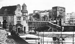 Haltestelle Berliner Tor - Brücke über die Gleise.