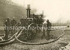 Alter Löschwagen / Spritzenwagen der Hamburger Feuerwehr - historische Dampfspritze.