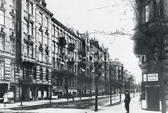 Historische Bilder aus dem Hamburger Stadtteil Borgfelde; Etagenhäuser mit Geschäften im Malzweg.