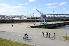 Fotos aus dem Hamburger Stadtteil Rothenburgsort. Blick auf den Löschplatz Billhafen und Oberhafenkanal - im Hintergrund die Baustelle vom Elbtower und Haltestelle Landungsbrücken.