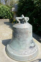 Fotos aus dem Hamburger Stadtteil Niendorf, Bezirk Eimsbüttel; alte Glocke von 1770.