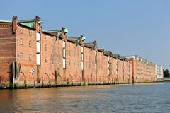 Lagerhaus G am Saalehafen im Hamburger Stadtteil Kleiner Grasbrook - Winden mit Kupferabdeckung unter dem Dach