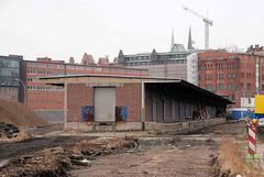 Lagerhalle mit Laderampe und Schiebtoren; ehem. Hamburger Freihafengebiet
