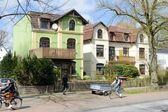 Fotos aus dem Hamburger Stadtteil Groß Borstel, Bezirk Hamburg Nord; Villen, Einzelhäuser der Gründerzeit im Weg Beim Jäger.