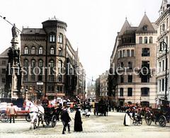 Blick vom Alten Fischmarkt in der Hamburger Altstadt zur Brandstwiete - im Hintergrund die Speicherstadt. Links steht der Brunnen mit der Statue von Karl dem Großen; Entwurf Engelbert Peiffer.