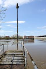 Bilder aus dem Kleinen Grasbrook, Stadtteil in Hamburg - Moldauhafen; Wassertreppe - Hintergrund das Lagerhaus G, re. ein Ausschnitt vom Übersee-Zentrum.