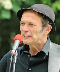 Auftritt des Musikers Abi Wallenstein auf dem Platz der Bücherverbrennung. (2006)