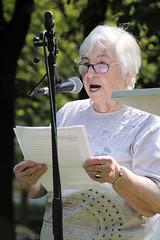 Ester Bejarano liest auf der Veranstaltung Bücherverbrennung – nie wieder