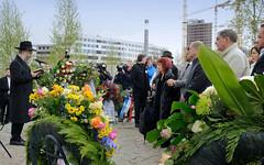 Festakt zur Einweihung des Gedenkorts denk.mal Hannoverscher Bahnhof im Lohsepark in der Hamburger HafenCity. Kranzniederlegung beim Bahnsteig 2, von dem aus die Deportierten in die Züge stiegen.