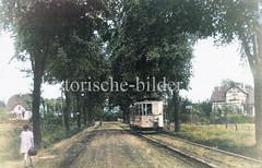 Einzelhäuser und Straßenbahn an der Pinneberger Chaussee, jetzt Friedrich-Ebert-Straße in Hamburg Niendorf.