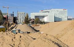 Sandberge - Baustelle in der Hafencity - im Hintergrund das Spiegelgebäude Ericusspitze.