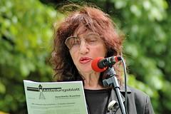 Peggy Parnass auf der Gedenkveranstaltung zur Bücherverbrennung in Hamburg Eimsbüttel. (2006)