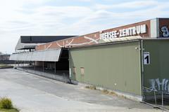 Bilder aus dem Kleinen Grasbrook, Stadtteil in Hamburg -  Übersee Zentrum; Halle 1 + Schriftzug.