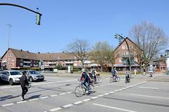 Fotos aus dem Hamburger Stadtteil Niendorf, Bezirk Eimsbüttel; Fussgängerüberweg Niendorfer Marktplatz.