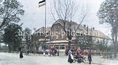 Münsters Gasthof am Niendorfer Marktplatz - re. der Kirchenweg.
