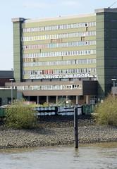 Bilder aus dem Kleinen Grasbrook, Stadtteil in Hamburg -  Übersee Zentrum; Blick über die Norderelbe, Verwaltungsgebäude.