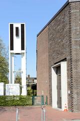 Fotos aus dem Hamburger Stadtteil Niendorf, Bezirk Eimsbüttel. Kirchturm der Katholischen Kirche St. Ansgar, errichtet 1962 - Architekt Karlheinz Bargholz.