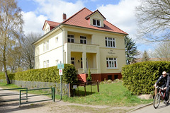 Fotos aus dem Hamburger Stadtteil Groß Borstel, Bezirk Hamburg Nord; Villa Waldfrieden am Licentiatenweg / Borsteler Jäger.