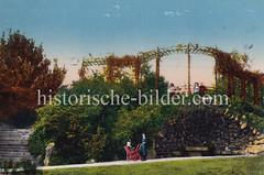 Alte colorierte Ansicht vom Eppendorfer Park in Hamburg - Kind im Rollstuhl, Grotte.