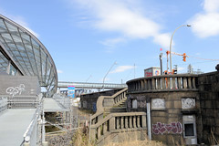 Bilder aus dem Hamburger Stadtteil Hafencity. Alte Treppe an den Elbbrücken, S-Bahn Haltestelle.