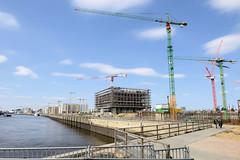 Bilder aus dem Hamburger Stadtteil Hafencity. Blick von den Elbbrücken auf die Baustellen am Kirchenpauerkai.