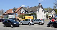 Fotos aus dem Hamburger Stadtteil Niendorf, Bezirk Eimsbüttel; Straßenverkehr Kollaustraße, alte Bebauung.