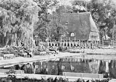 Niederdeutsches Fachwerkhaus in der Hamburger Grünanlage Planten un Blomen.