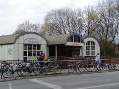 Eingang S-Bahn Haltestelle Hassebrook in Hamburg Eilbek - Hammer Steindamm. (2001)